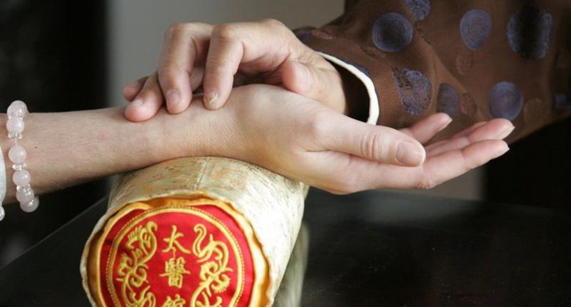 Никогда не лежите головой на север: 10 истин восточной медицины