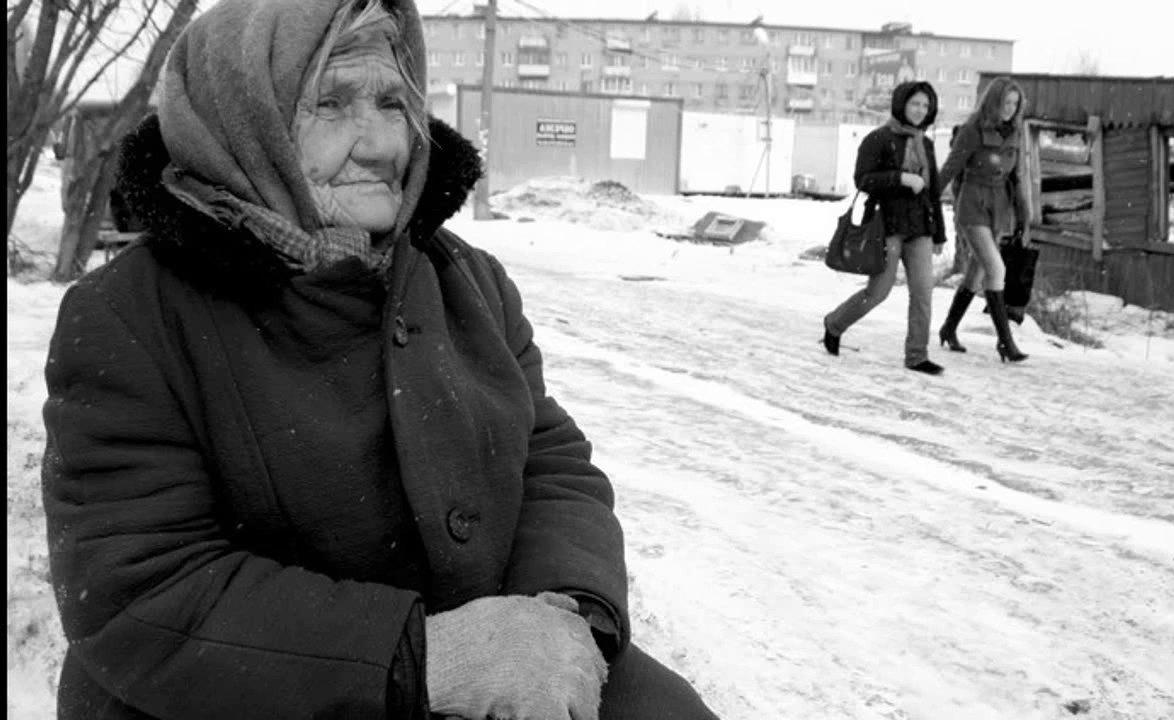 Бабушка молилась Богу, прося хоть немного еды. И помощь пришла!
